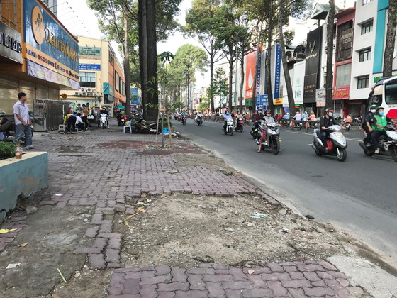 HCM City districts told to repair degraded sidewalks