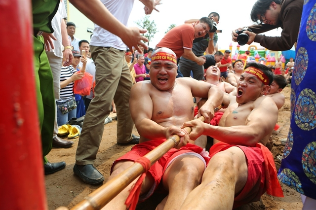 The long history of sitting tug of war in HàNội