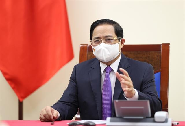 Vietnamese Canadian PMs hold phone talks