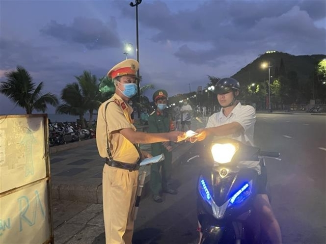Hà Nội HCM City and provinces restrict gatherings close street-side business