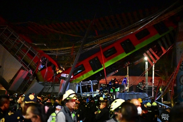 15 dead dozens hurt as elevated metro collapses in Mexico