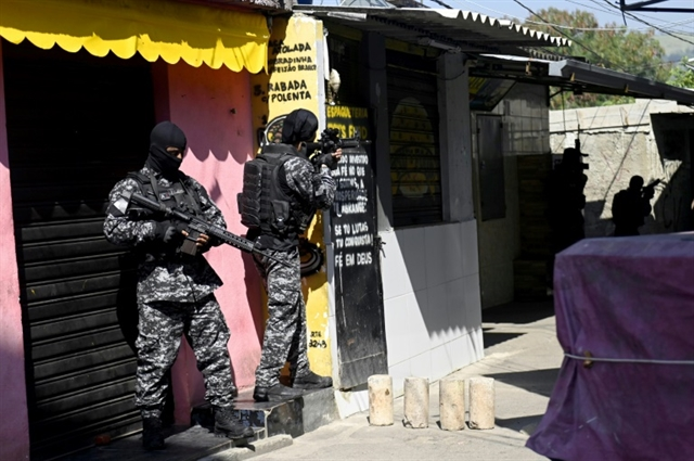 25 killed in police raid on Rio slum