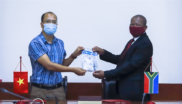 Việt Nam hands over rhino horn DNA samples to South Africa