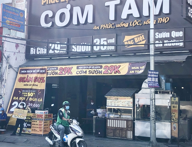 HCM City eateries survive social distancing by going online