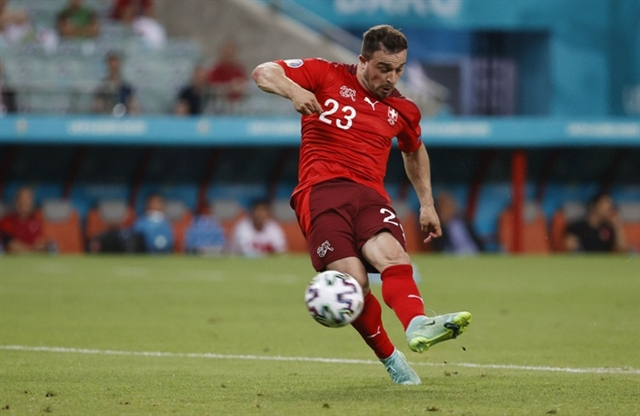 Switzerland forced to wait for knock-out fate despite Shaqiri double