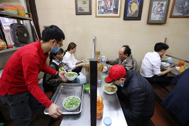 Hà Nội allows re-opening of indoor eating and drinking venues barbershops