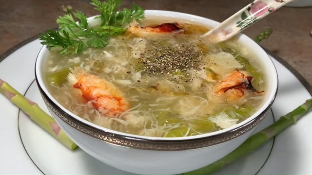 Sea crab soup with asparagus