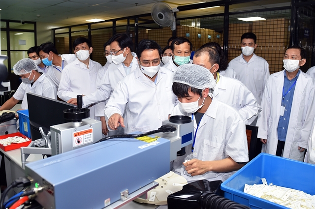 Việt Nam must produce COVID-19 vaccines no later than June 2022 says PM