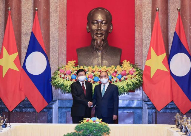 Việt Nam Laos working together to prevail against COVID-19 pandemic: Presidents