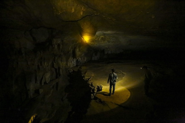 Discovering the magnificentbeauty of Chua Ta cave