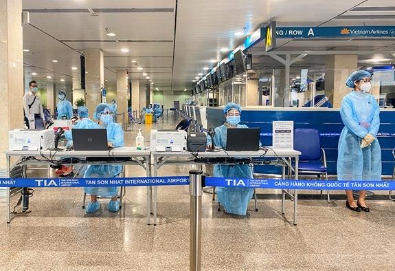 Tân Sơn Nhất airport provides COVID-19 test services for passengers