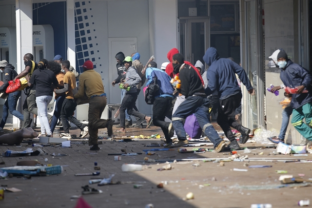Embassy calls on Vietnamese citizens in South Africa to be mindful of security amid unrest