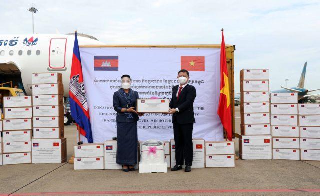 Cambodia donates face masks oxygen generators to HCM City coronavirus fight