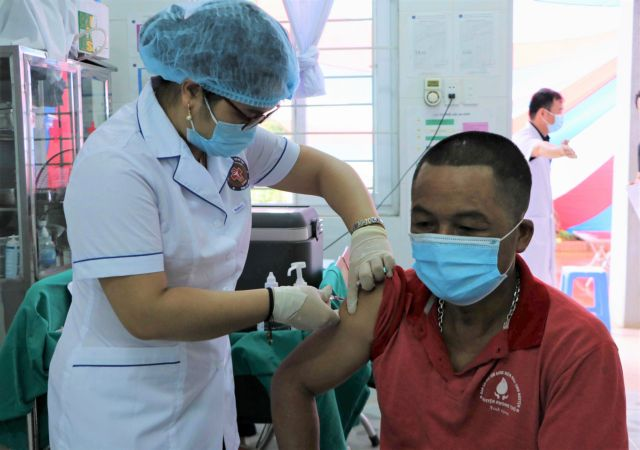 Residents in border areas of Lai Châu Province get Sinopharm COVID-19 vaccine