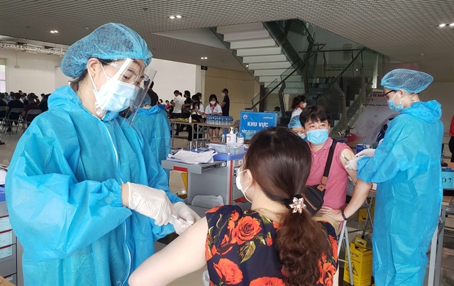 Việt Nam reports record daily increase with 6194 new cases