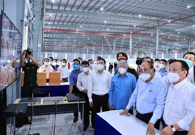 President visits pandemic epicentres HCM City Bình Dương