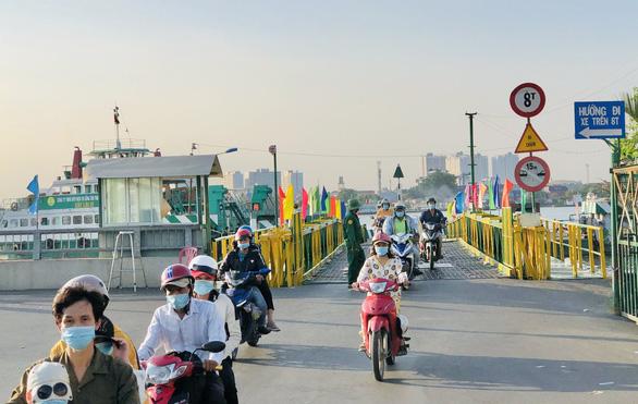 HCM City adjustsferryoperationsduring social distancing period