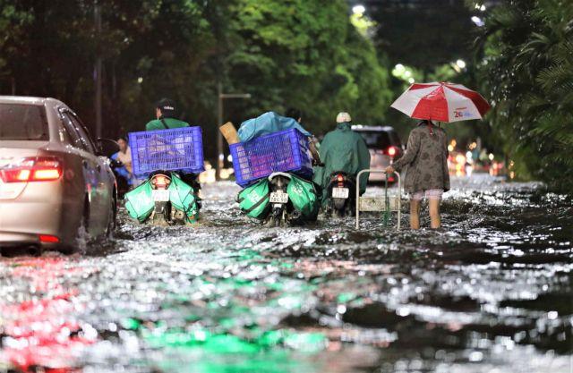 Poor urban planning leaves HàNội streets under water