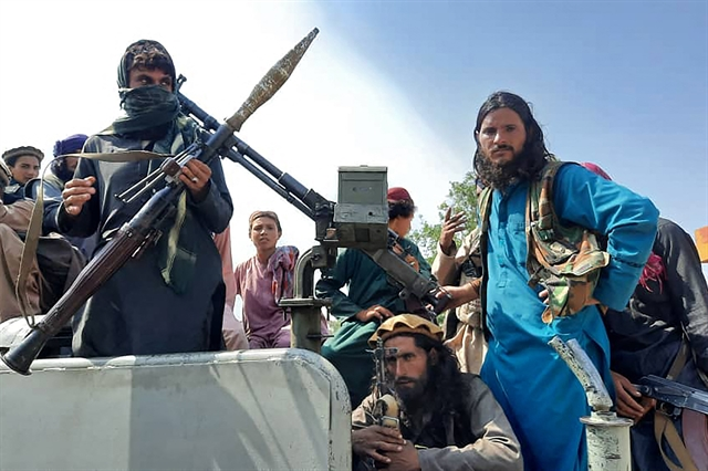 Taliban on outskirts of Afghan capital poised to take power