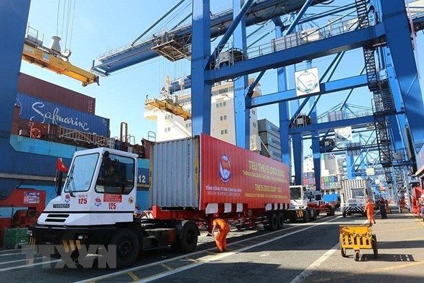 HCM City port stops receiving imports as containers pile up