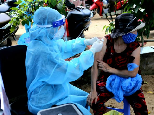 HCM City deploys1200 vaccination teams aims for 200 shots per team daily