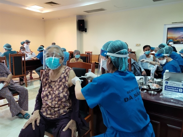 Pfizer committed to accelerate vaccine delivery to Việt Nam: CEO