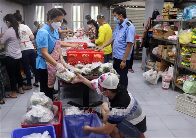 Charity feeds medical workers and patients in Kiên Giang