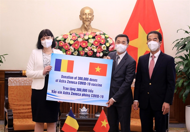 Romania presents Việt Nam with 300000 doses of COVID-19 vaccine