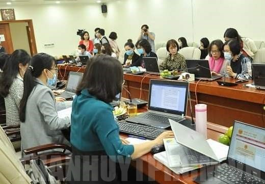 HCM City offers tax breaks to household businesses hit by COVID
