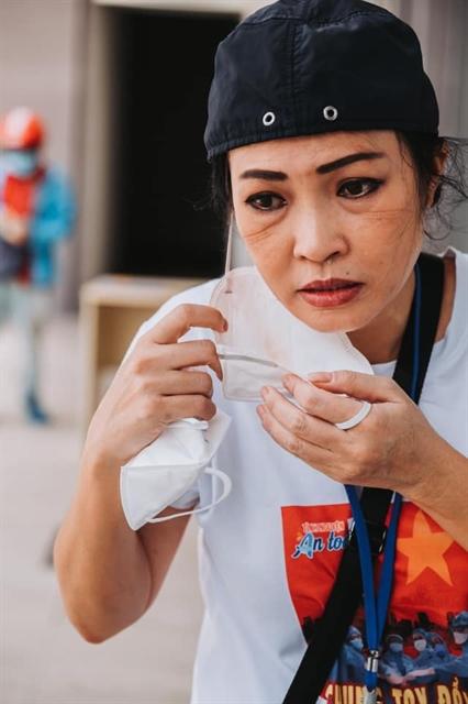 Vietnamese celebrities joinhands to fight COVID-19 in quarantine zones