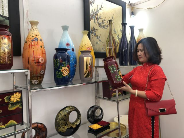 Hà Nội craft villages innovate to limit impact of COVID-19