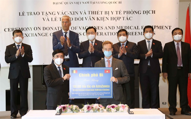 Belgian Foreign Ministry hands over 100000 doses of vaccine to Việt Nam