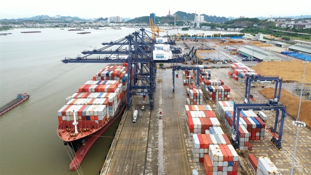 Ship of world's largest container shipping company docks at Cái Lân port