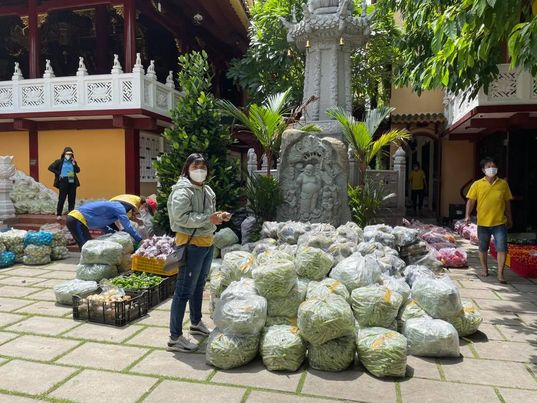 Vietnam News Agency correspondents active in pandemics charity work