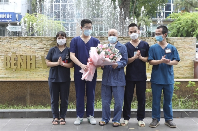 Hà Nội hospital given support to treat critically-ill COVID-19 patient