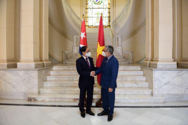 Vietnamese FM meets with Cuban counterpart