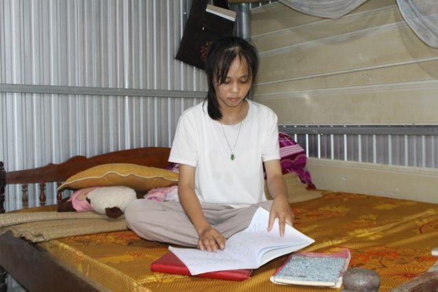 Mường ethnic girl pursues her dream through university study