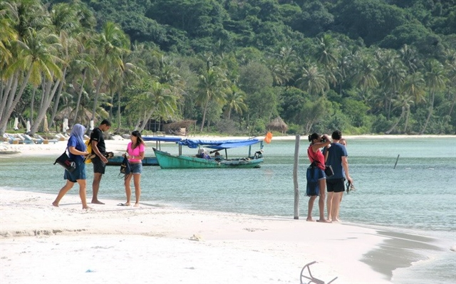 Plans to reopen Phú Quốc to international visitors will continuedespite fresh COVID-19 outbreak: Official