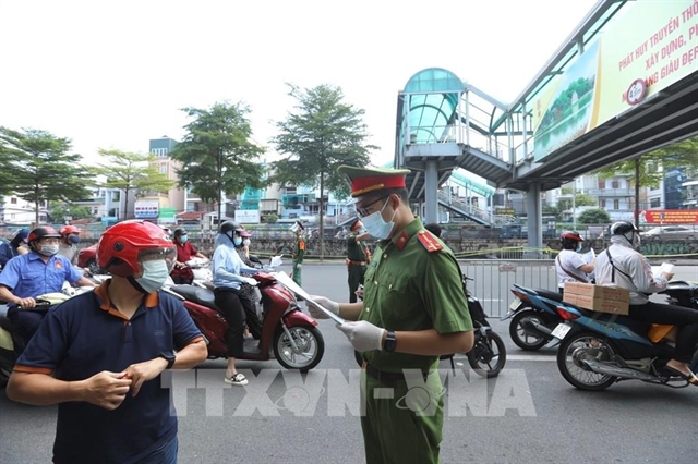 People with both forms of permit can travelin Hà Nội