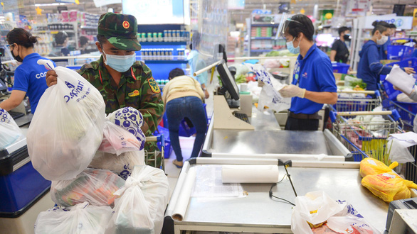 HCM City allowssupermarkets convenience stores to reopen but only two districtspermitin-person shopping