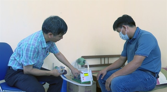 Phú Yên lecturer make portable ventilators