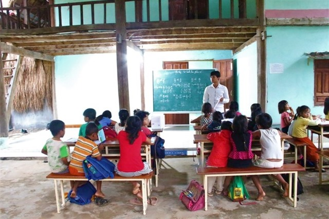 Couple open free classes for poor children in Kon Tum