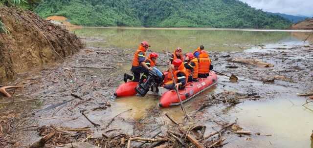 Rescue team finds one body rescues 18 people trapped by landslides