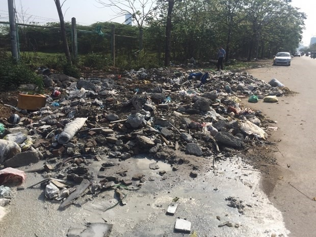 Illegal dumping in public still plagues Hà Nội
