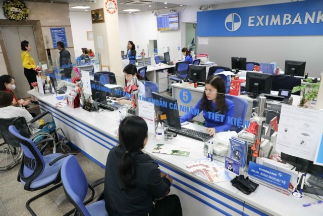 VN-Index misses 1100-point landmark under high profit-taking pressure