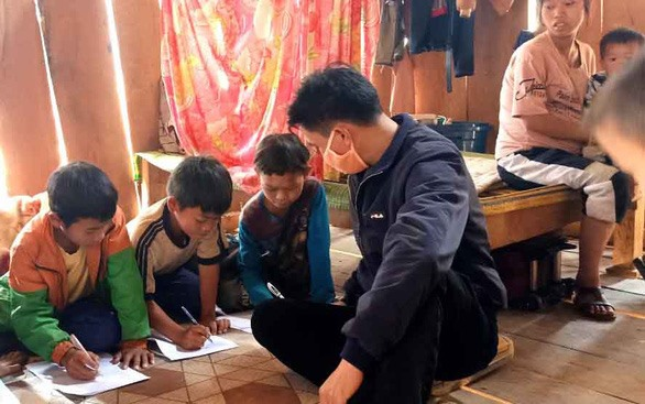 Nghệ An teachers visit student homes despite epidemic