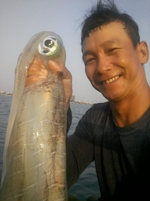Squid catching off Sơn Trà with local fisherman