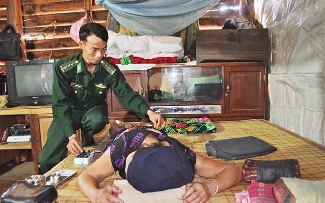 Military doctor aids impoverished people in Central Highlands