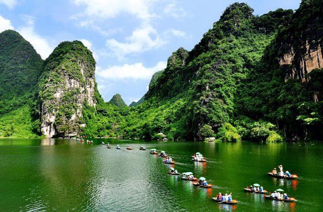 Tourism workers discuss promotingdomestic market