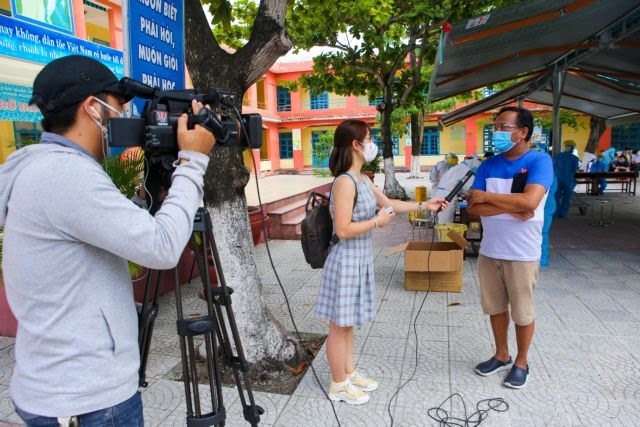Female correspondents head to COVID-19 hotspots to cover latest news